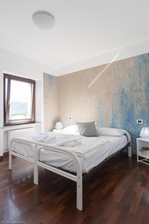 La camera matrimoniale di Stop & Sleep San Daniele del Friuli