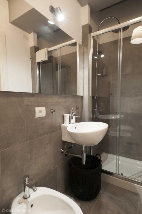 Camera Portovenere con bagno privato Fronte Stazione di Udine