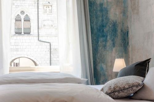Finestra Camera del Giullare B&B Stop&Sleep Venzone